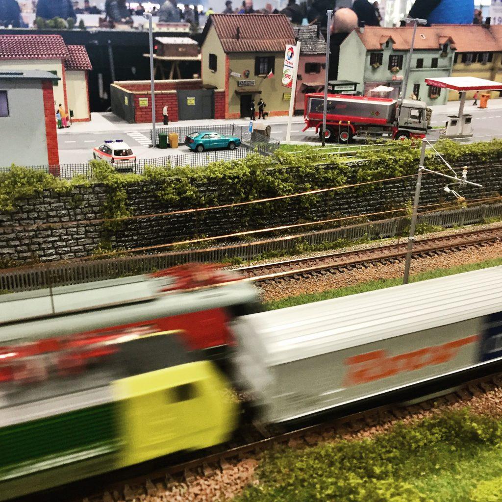 modello_treno_in_corsa